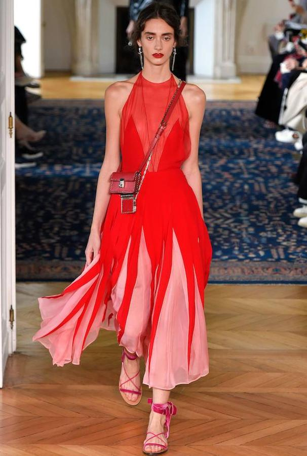 rosa-rojo-valentino-tendencia-primavera3-khkC--606x900@MujerHoy